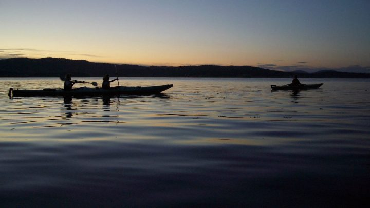 Sunset paddle in the Gulf Islands with Nature Trek Canada - Mente Bousema